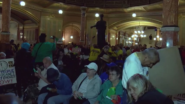 Deadline for budget action looms over Illinois Legislature